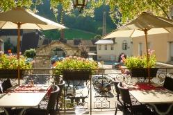 Balcon fleuri du restaurant des Deux Forts-Jura