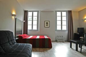 Chambre de quatre personnes pour groupe ou individuels de l'hôtel des Deux Forts à Salins les Bains - Jura - Accueil de groupe, séminaire, famille...