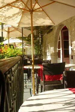 Terrasse du restaurant des Deux Forts à Salins les bains Jura