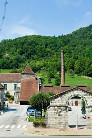 Vue depuis le restaurant des Deux Forts sur le musée de la Grande Saline de Salins les bains - Jura