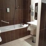 Salle de bain hotel des Deux Forts Salins les bains