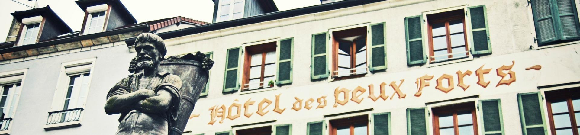 Facade de l'hôtel des deux Forts Salins les Bains-Jura