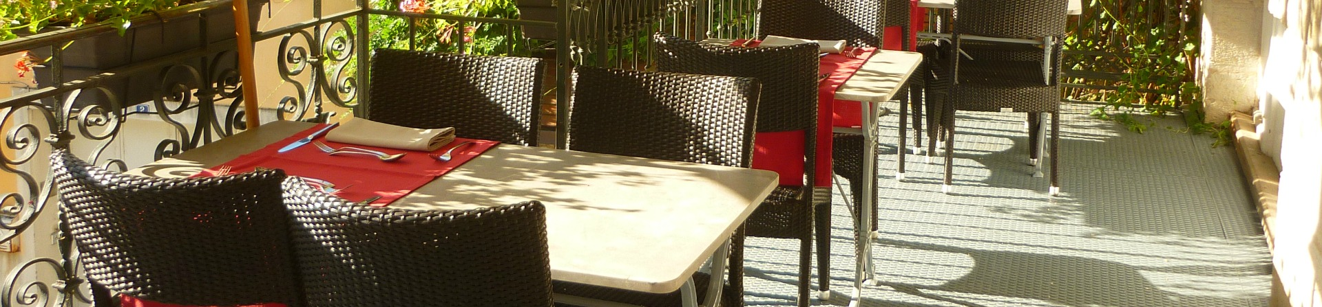 Terrasse du restaurant des Deux Forts-Salins les Bains-Jura 2